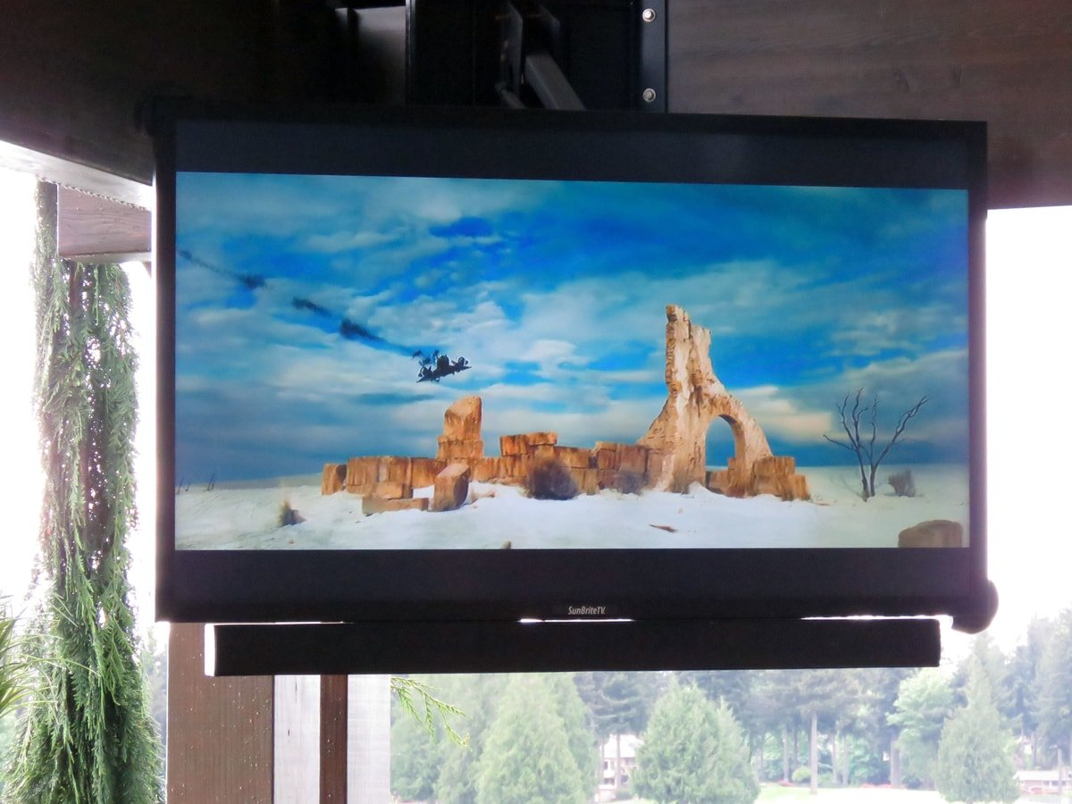 Family & Entertainment Based Solutions for Lakeside Home 40