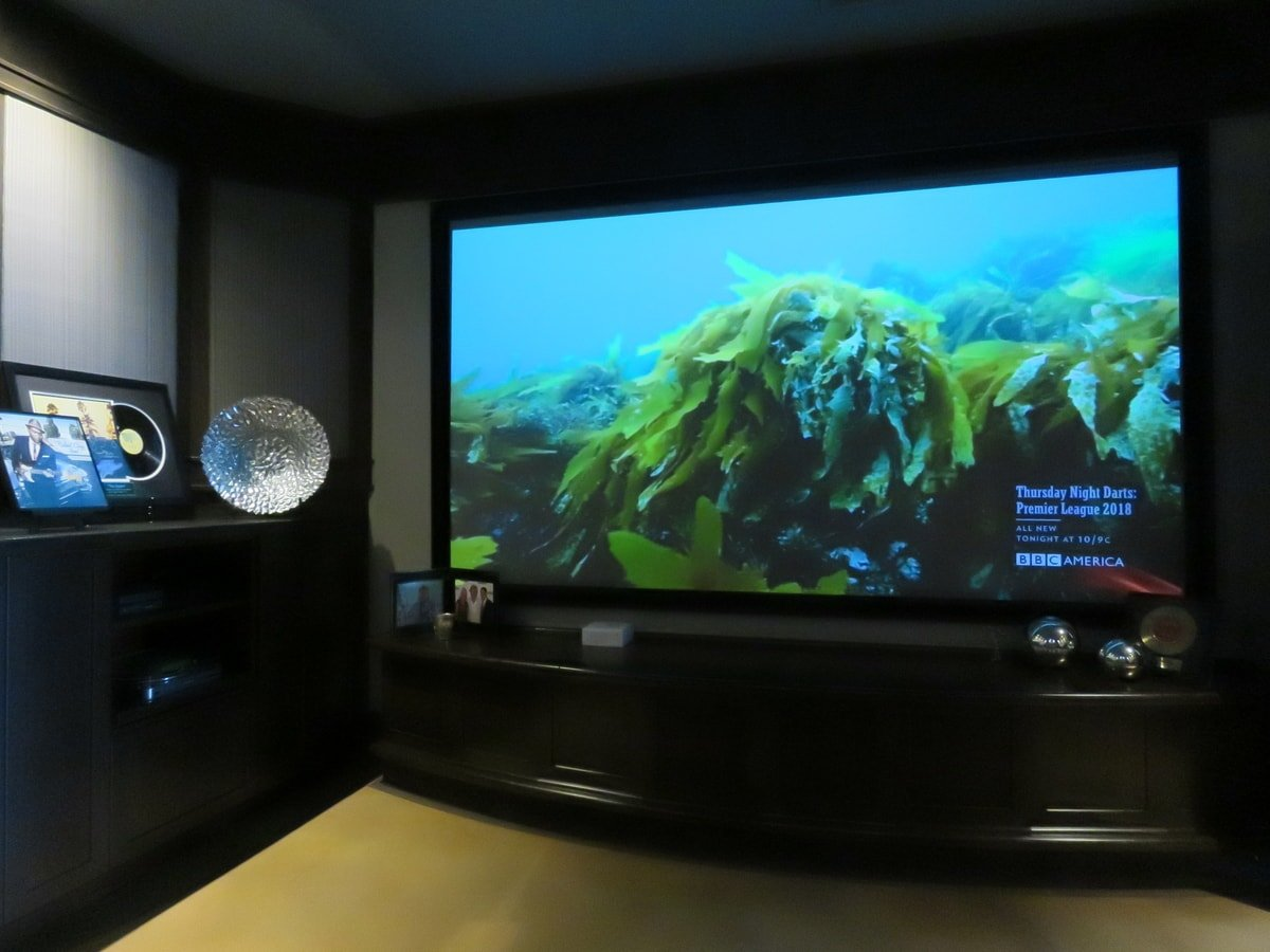 Family & Entertainment Based Solutions for Lakeside Home 10